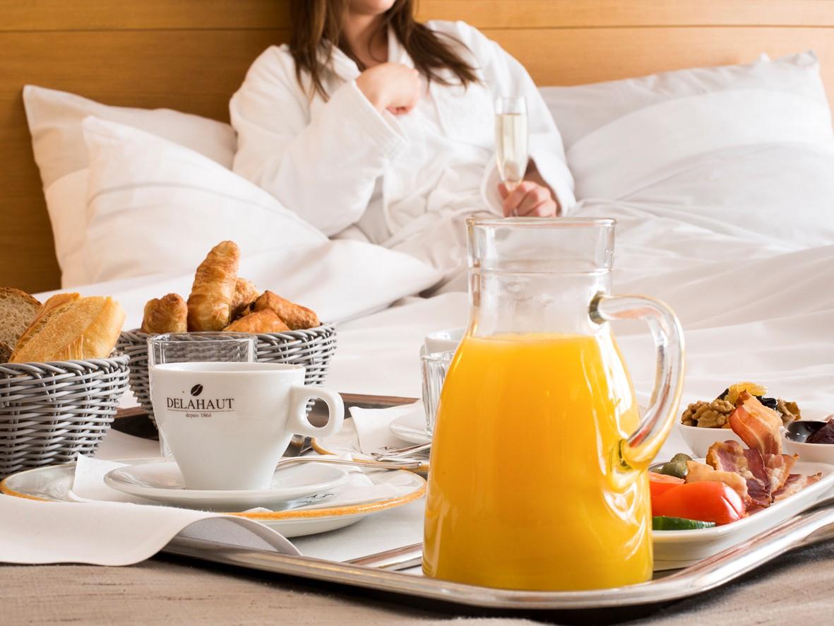 Le petit déjeuner en chambre
